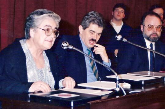 En el Consejo Escolar de Barcelona 1990. Fuente Martamate.cat