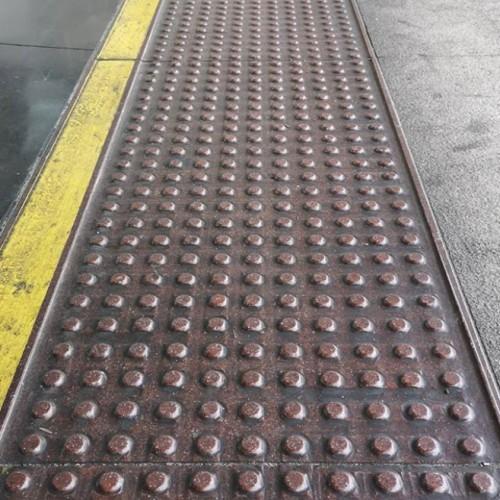 264 botones, bien puestos, en la Estación de Atocha