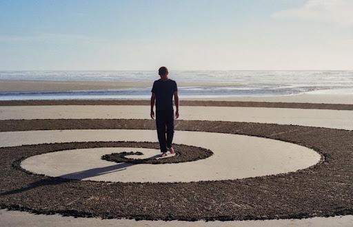 Los otros deberes (1): con los pies en la arena.